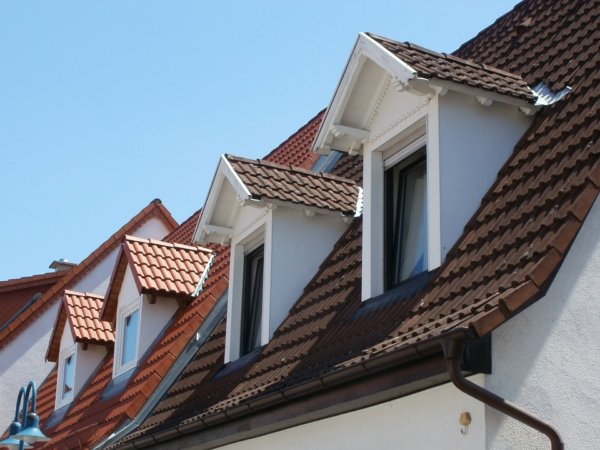 dormer-windows-837654_960_720-1-600x450 Монтаж крыши своими руками – подробная инструкция от Центра Мастеров Кровли