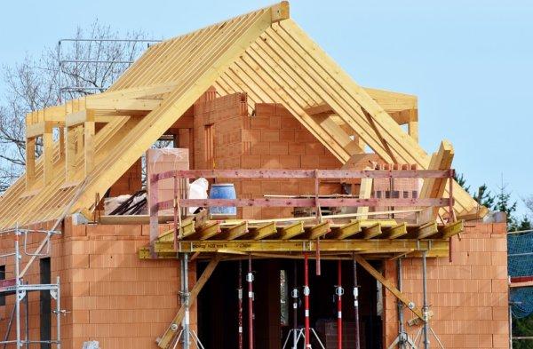 housebuilding-3370969_960_720-600x393 Как перекрыть крышу - подробная инструкция от Центра Мастеров Кровли
