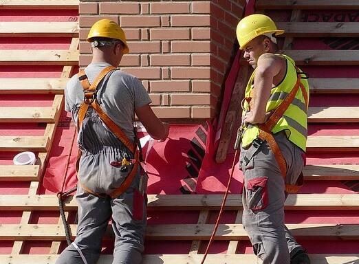 man-3107306_960_720 Монтаж крыши своими руками – подробная инструкция от Центра Мастеров Кровли