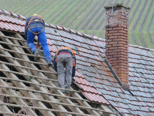 roof-79171_960_720-600x450 Ремонт и реконструкция кровли своими руками - подробная инструкция от ЦМК